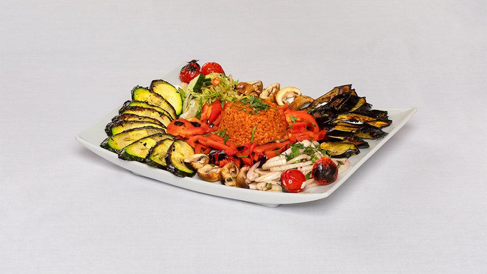 Foto eines Tellergerichts mit orientalischem Essen