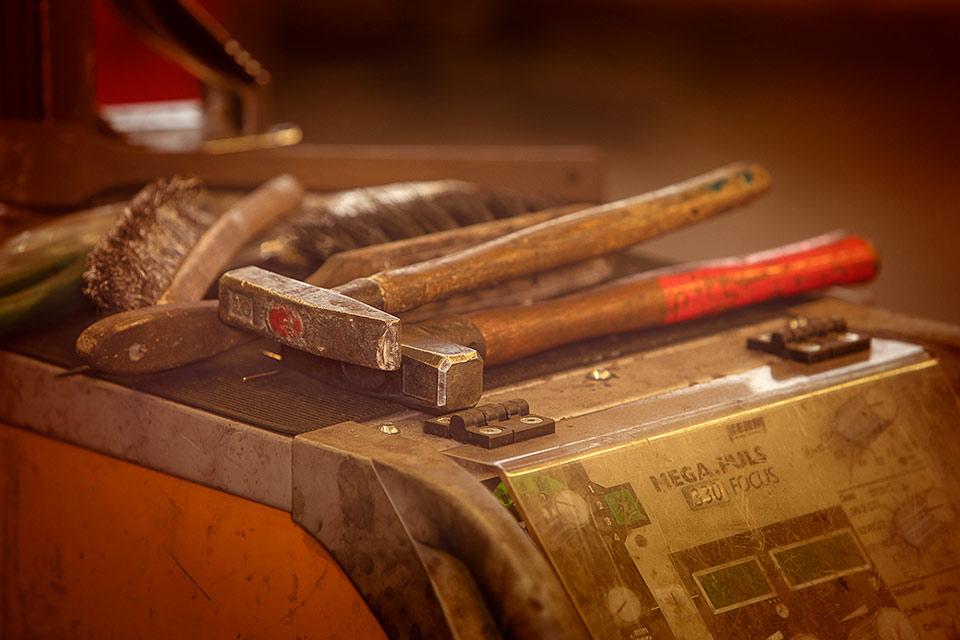 Foto von Werkzeug auf einer Maschine