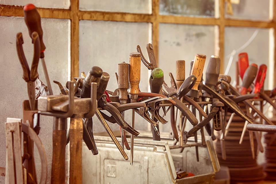Foto von Werkzeug in einer Werkstatt
